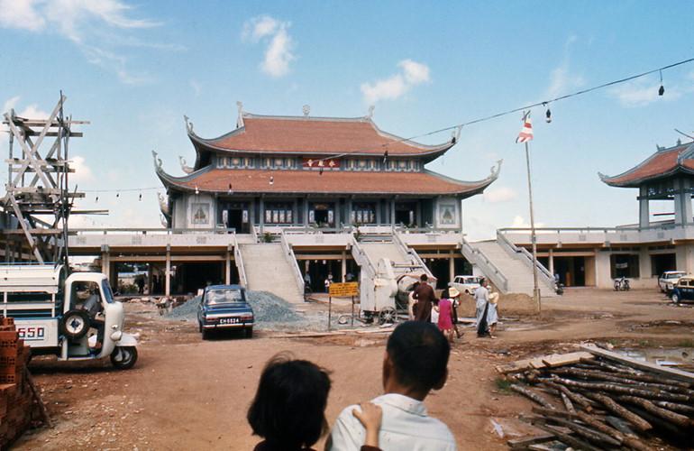 Chùa Vĩnh Nghiêm thời điểm năm 1970 đang được xây dựng. Ảnh: Carl Nielsen.