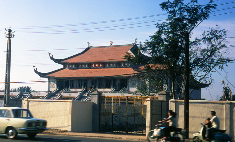 Một góc nhìn khác về chùa Vĩnh Nghiêm từ đường Công Lý. Ảnh: Carl Nielsen.