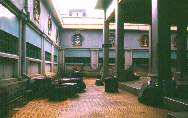 Bên trong đền thờ Hindu giáo trên đường Tôn Thất Thiệp. Ảnh: Carl Nielsen.
