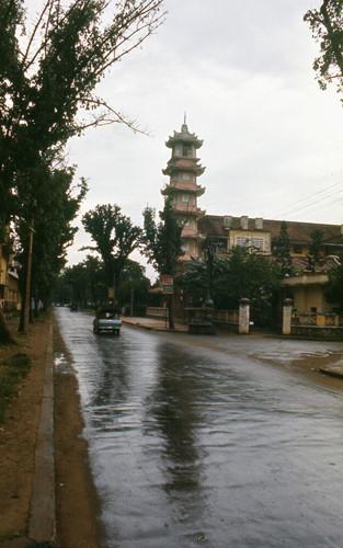 Chùa Xá Lợi nhìn từ đường Bà Huyện Thanh Quan. Ảnh: Carl Nielsen.