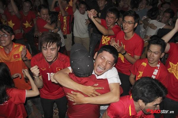 Người hâm mộ Việt Nam đang chìm trong hạnh phúc.
