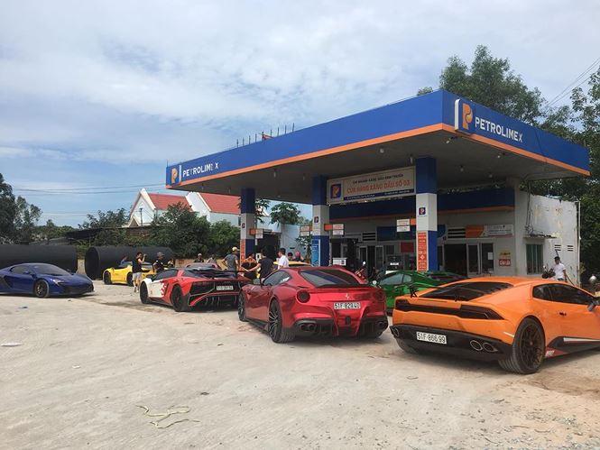 Cùng với đó là một số siêu xe độ ấn tượng khác như: Lamborghini Huracan độ Mansory và Ferrari 458 Italia độ Liberty Walk, Ferrari F12 Berlinetta…
