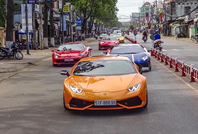 Dàn siêu xe còn có các mẫu khác như: Lamborghini Huracan, Lamborghini Aventador LP700-4, Ferrari 458 Italia, Ferrari 488 GTB, McLaren 650S, Porsche 911, … Trên dọc suốt chặng hành trình, dàn siêu xe đã gây chú ý phấn khích cho những người tham giao thông khi nối đuôi nhau từ ngoại hình đến âm thanh động cơ mỗi khi tăng tốc.