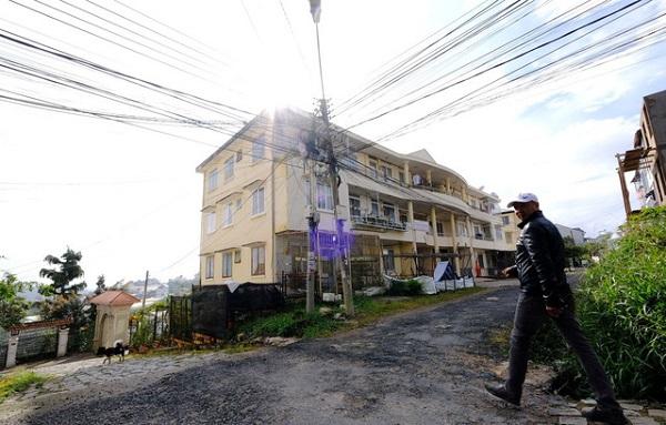 """""""Trại gái C5"""" xưa bây giờ là nơi tọa lạc chung cư C5 trên đường Nguyễn Trung Trực (Đà Lạt) - Ảnh: MAI VINH"""