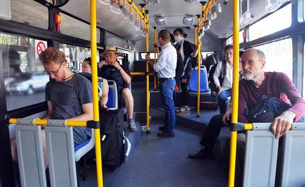 Khách nước ngoài thường chọn xe buýt 109 để vào sân bay