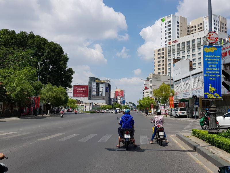 Đường Nam Kỳ Khởi Nghĩa cắt với đường Hoàng Văn Thụ - Q Phú Nhuận.