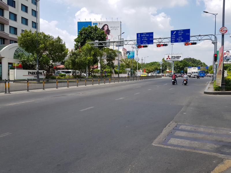 Tuyến đường Nam Kỳ Khởi Nghĩa hướng ra Sân bay là một trong những tuyến đường thường xuyên ùn tắc vào ngày thường.
