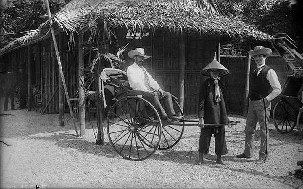 Xe kéo tay của người Việt xuất hiện trong hội chợ Quốc tế Paris 1889. Ảnh tư liệu.