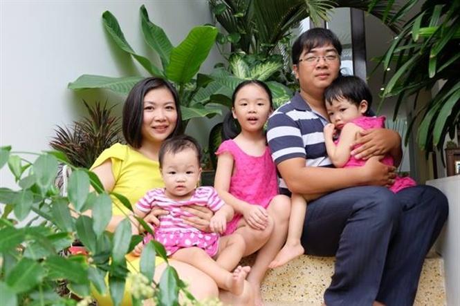 Chị Hiền bên gia đình