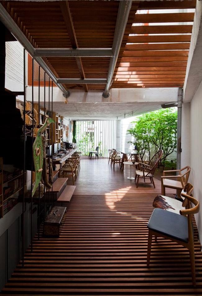 Căn nhà có diện tích 40m2, thiết kế 3 tầng và được sử dụng vừa làm văn phòng, vừa làm nhà ở.