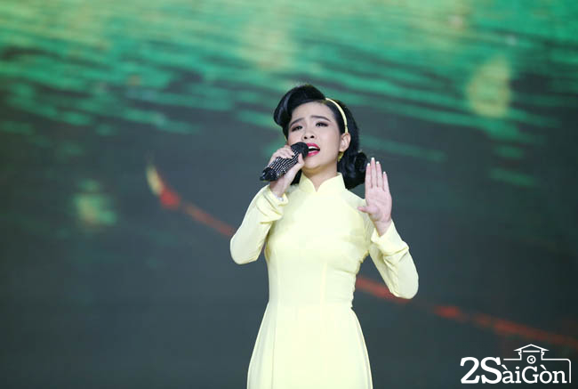 5. Quynh Trang - don ca (3)