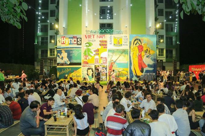 Khoảnh không khoáng đạt của tầng 3 tại The Garden Mall phảng phất dấu ấn văn hóa Sài Gòn xưa là địa điểm cho các bữa tiệc và tổ chức sự kiện ngoài trời ấn tượng.