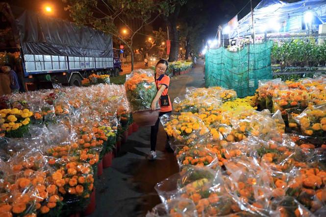 Lê Thị Thảo (Bến Tre) sắp xếp hoa thâu đêm