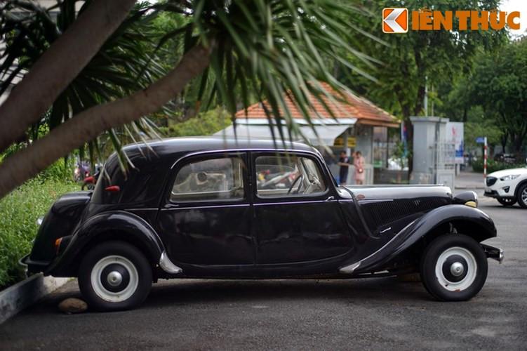 Citroen Traction Avant được sản xuất bởi Citroen – hãng xe hơi Pháp, thành lập vào năm 1919 bởi Andre Citroen, những chiếc xe của hãng xuất hiện tại Việt Nam chủ yếu được những người Pháp, Mỹ đưa sang sử dụng. Ngày nay, hãng này là một phần của tập đoàn PSA Peugeot Citroen Group.