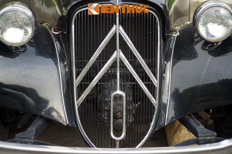 Citroën Traction Avant là dòng xe chạy bằng cầu trước (Avant), khung xe rời, thân xe không chịu lực và máy được đặt ở phía trước, xe sử dụng loại động cơ đốt trong 4 thì, chạy xăng. Đầu xe thiết kế với lưới tản nhiệt lớn, bóng đèn tách biệt mang đậm phong cách Châu Âu thời điểm bấy giờ.