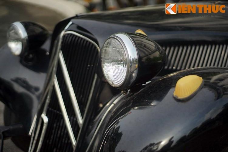 Do Andre Lefebvre và Flaminio Bertoni thiết kế vào cuối năm 1933, đầu 1934, Citroen Traction Avant không phải là xe dẫn động cầu trước đầu tiên trên thế giới, nhưng là mẫu xe sản xuất hàng loạt có khung xe liền khối bằng thép với hệ dẫn động cầu trước đầu tiên trên thế giới.