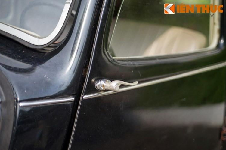 """Tuy nhiên, điểm nổi bật nhất của dòng xe hạng sang này chính là phong cách thiết kế mang đậm nét cổ điển lãng mạn với những đường cong duyên dáng mềm mại. Kiểu dáng quyến rũ khiến Citroën Traction Avant được ví như """"Nữ Hoàng Thiên Nga"""" thời điểm đó."""