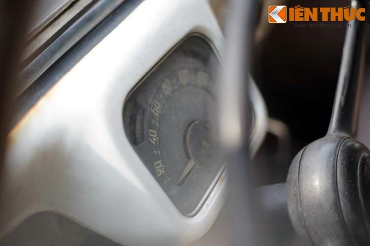 """Chơi xe đã khó, lái xe cổ Citroen Traction Avant cổ cũng đầy thú vị và không kém """"khổ"""". Theo những người chơi dòng xe này cho biết, để có thể chạy được chiếc xe này - người lái phải biết ý của chiếc xe mình chạy để tăng ga, vô số sao cho nhẹ nhàng như yêu chiều một người phụ nữ vậy."""
