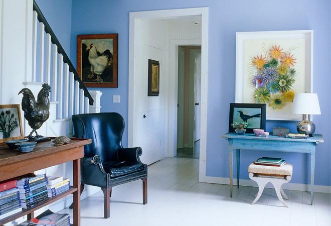 Thêm một bức tranh với màu sắc nổi bật so với không gian sống cũng là cách làm đẹp lối vào cho năm mới.
