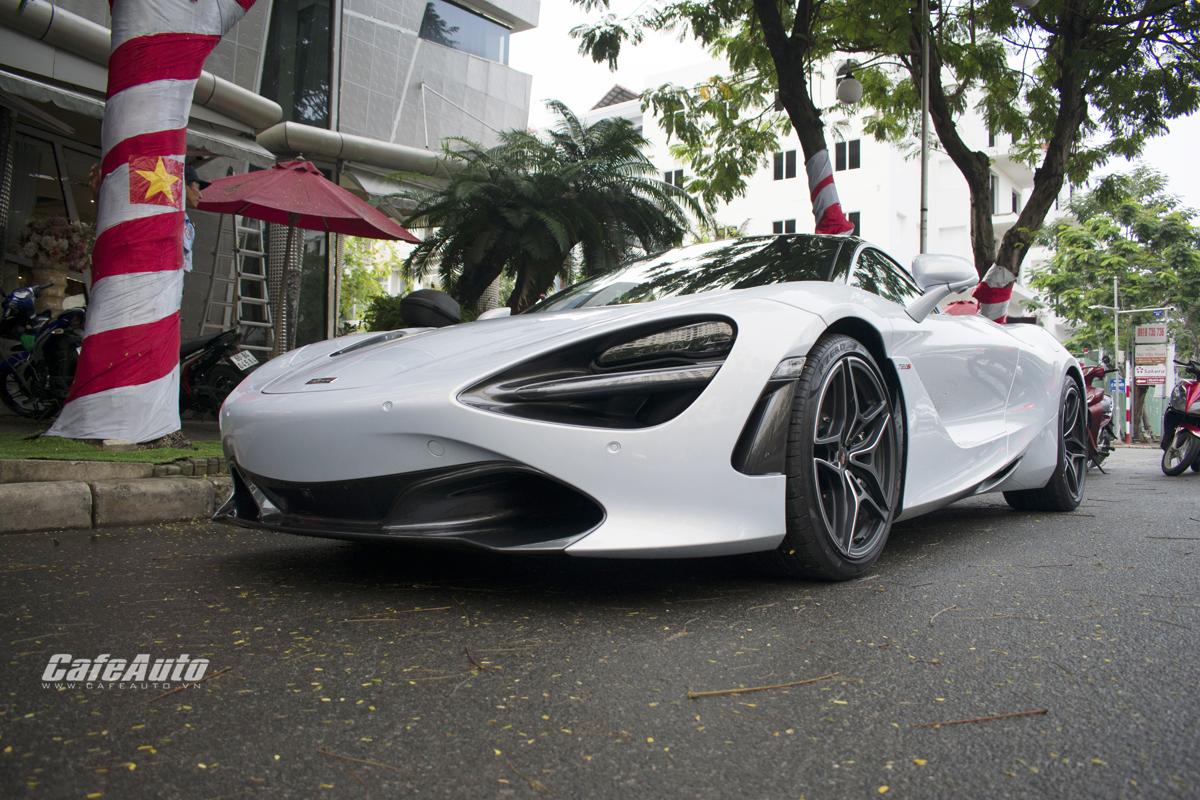 Theo nguồn tin rò rỉ, mẫu siêu xe này về Việt Nam với giá chưa ra biển là 700.000 USD