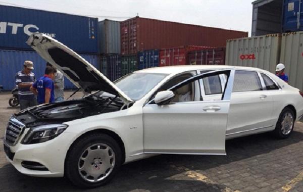 Xe sang triệu đô Mercedes-Maybach S600 Pullman của đại gia tài chính vừa cập cảng Sài Gòn.