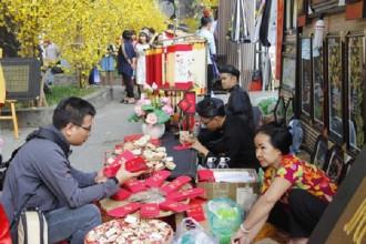 Phố ông đồ ở khu vực nhà văn hóa Thanh Niên chính thức khai trương từ ngày 2-2-2018, trở thành điểm đến tham quan vui chơi hấp dẫn đối với người dân và du khách.
