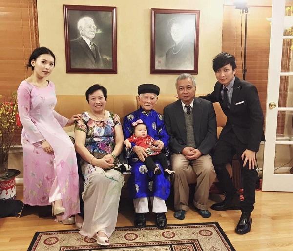 Gia đình anh Minh Trị quây quần cùng nhau.
