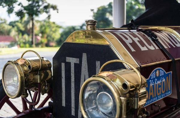 Itala 40 1907 là mẫu xe đầu tiên lăn bánh qua vạch xuất phát của The Road to Saigon ở Singapore.