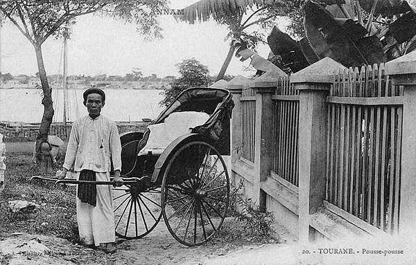 Xe kéo tay là một phương tiện di chuyển đặc trưng ở Việt thời thuộc địa. Ảnh tư liệu.
