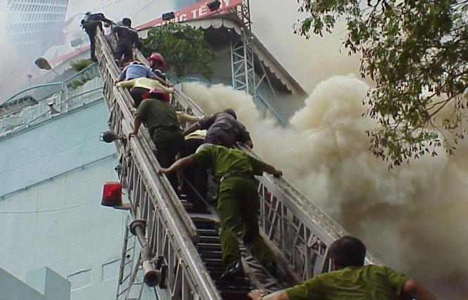 Vụ cháy khiến 60 người thiệt mạng xảy ra năm 2002