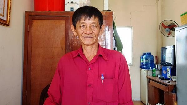 Ông Phạm Văn Lượm (hay còn gọi Út Tèo) vẫn kiên quyết tiếp tục công việc dù hiểm nguy rình rập ẢNH: VŨ PHƯỢNG