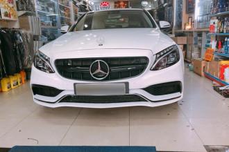 Từ chiếc xe Mercedes-Benz C250 Exclusive đang sử dụng , mới đây đã được một chủ nhân ở Sài Gòn độ bộ bodykit lên đời thành phiên bản Mercedes-Benz C63 AMG sang chảnh với giá 35 triệu đồng.