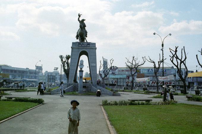 Tượng Trần Nguyên Hãn nay đã không còn ở vị trí cũ. Tháng 12/2014, bức tượng được di dời khiến nhiều người tiếc nuối. Hiện tượng đang nằm tại công viên Phú Lâm (quận 6).
