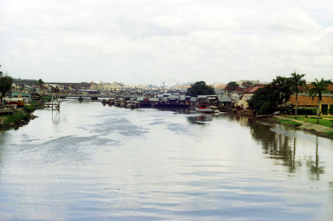 Nửa thế kỷ trước, những toà nhà cao tầng vẫn chưa xuất hiện nhiều ở quanh khu vực kênh Bến Nghé.
