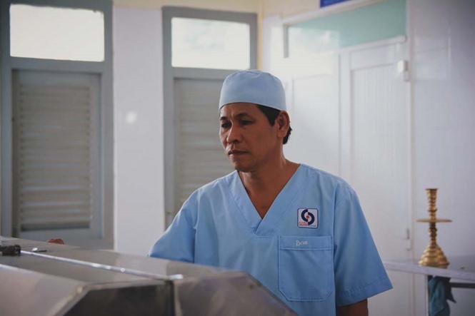 Ông Lê Văn Ban (55 tuổi), người trực tiếp quản lý nhà đại thể bệnh viện Nhân dân Gia Định.