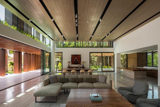 Phòng khách và khu vực bếp, bàn ăn thiết kế liền kề trong cùng không gian tầng 1.