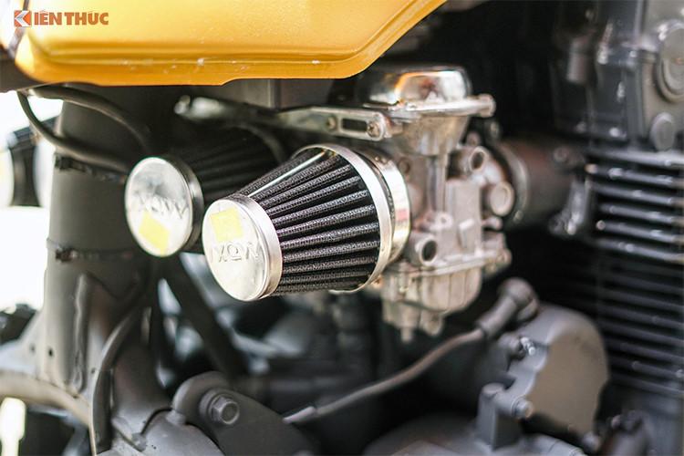 Có công suất 73 mã lực và mô-men xoắn 61,8 Nm, động cơ Honda CB750f chỉ được thay thế hệ thống xả với cổ pô 4-to-1, dẫn khí xả tới pô lon ngắn được chế tạo thủ công tại Việt Nam. Ở phía sau, chiếc xe cũng có chi tiết nâng cấp đáng giá là phuộc Ohlins bình dầu rời.