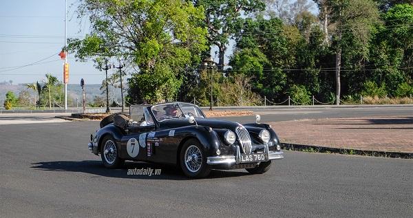 Tính đến thời điểm hiện tại thì Jaguar XK140 DHC (Drophead Coupe) có thâm niên hơn 60 năm, một chiếc xe khiến biết bao tín đồ phải ngưỡng mộ về vẻ đẹp khó cưỡng.