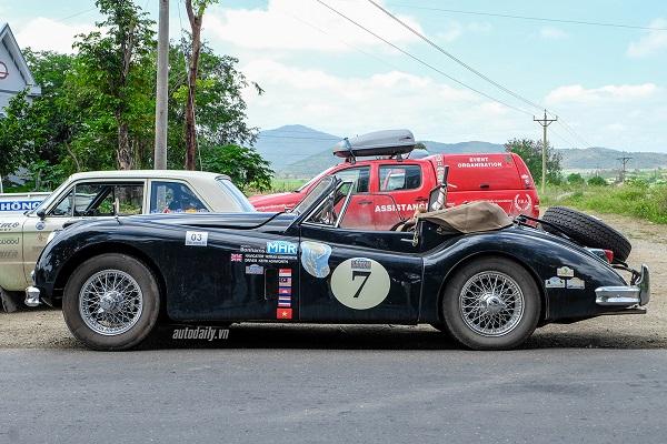 jaguar-xk140-dhc-1955-13