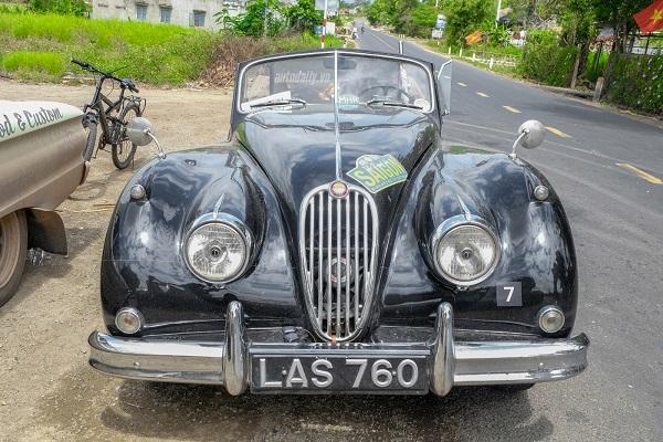 Jaguar XK140 DHC 1955 là một chiếc xe thể thao được ưa chuộng vào thập niên 50 của thế kỷ trước và đến giờ kiểu dáng xe vẫn khiến nhiều người ngưỡng mộ.