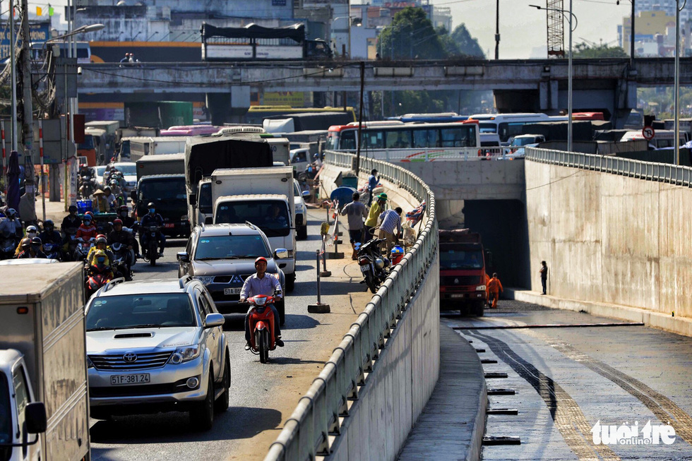 Sau khi đường hầm thi công xong sẽ giảm ấp lực cho xe cộ trên quốc lộ 22 hướng từ trung tâm Thành phố về Tây Ninh - Ảnh: HỮU KHOA
