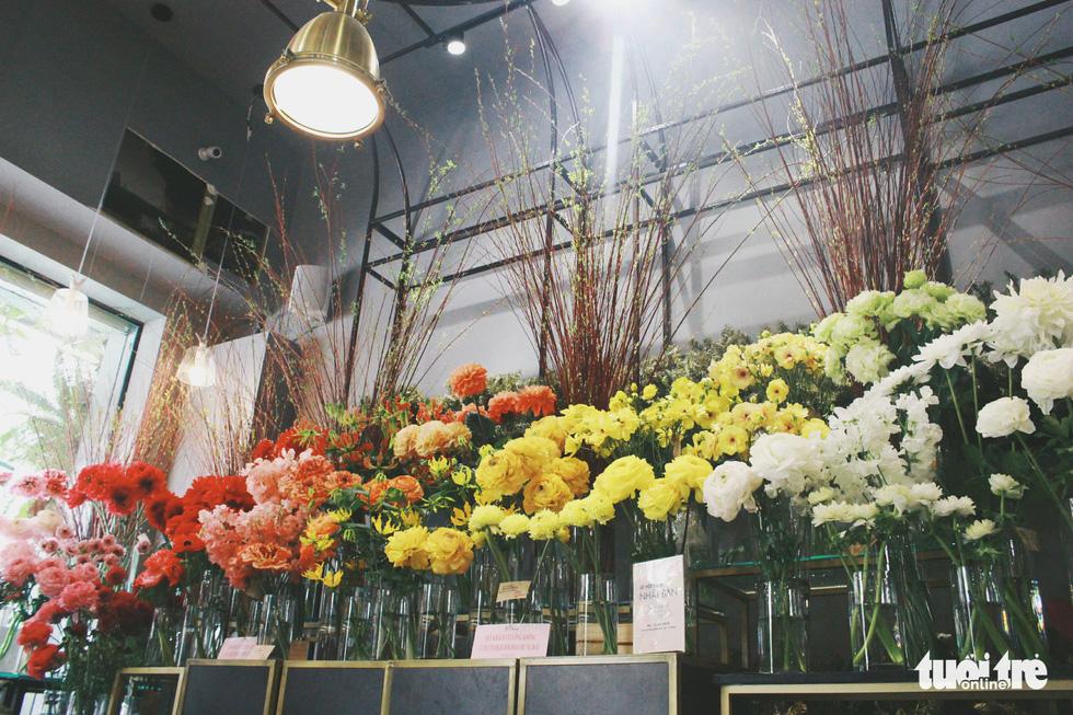 Số hoa được trưng bày đều được nhập từ Nhật Bản
