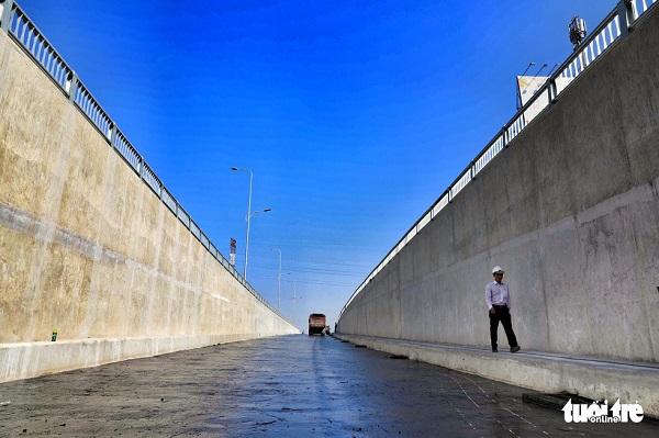 Đường hầm thứ nhất có chiều dài 445m, trong đó phía hầm hở đường Trường Chinh dài 140m - Ảnh: HỮU KHOA