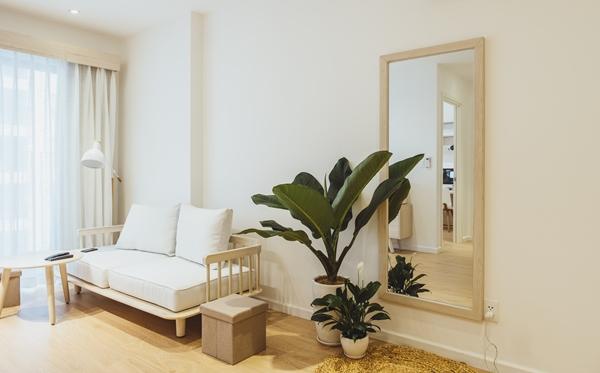 Bản thiết kế nội thất căn hộ được vẽ bởi người bạn thân của Hoàng Duy, dựa trên ý tưởng của anh. Đội ngũ thực hiện cũng là những người bạn thân thiết, hiểu tính cách và sở thích của Duy.