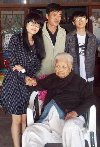 Con trai và con gái ông Thịnh cũng đăng ký hiến tạng. Ảnh: T.T.