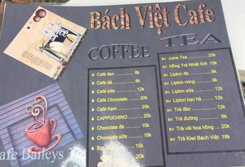 Bảng giá thức uống ở một quán cà phê