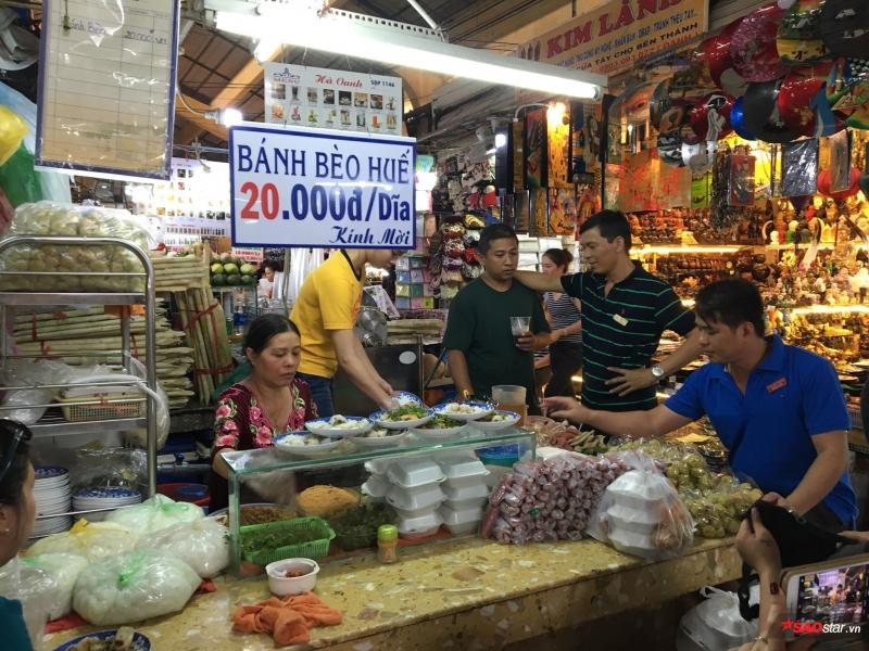 Hàng ăn rẻ nhất nhì chợ Bến Thành.
