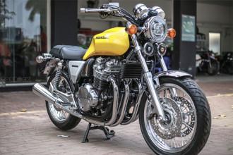 """Hiện tại ở Việt Nam, Honda CB1100 là một dòng xe khá được ưa chuộng, đã xuất hiện ở cả 2 phiên bản CB1100 và CB1100EX bởi một số đại lý nhập khẩu tư nhân. Mẫu xe Honda CB1100 EX bản 2018 nâng cấp mới này không có gì thay đổi so với trước, nó vẫn được coi là """"hậu duệ"""" trực tiếp của huyền thoại Honda CB750 Four năm xưa."""