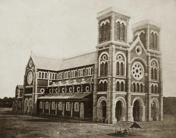 Năm 1877-1880: Xây dựng nhà thờ Đức Bà bằng bê tông cốt thép theo phong cách Gothic