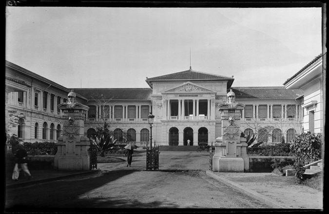 Năm 1881 - 1885: Xây dựng tòa án